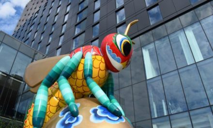 Dual-branded Crowne Plaza and Staybridge Suites Manchester – Oxford Road hotel unveils artist and design for Bee in the City